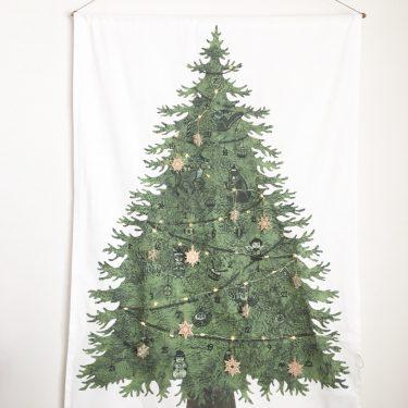 ふーちゃんにっこり!「ちょうどいいクリスマスツリーみつけました!」